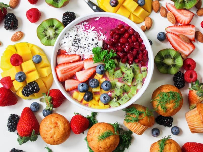 Боровинките и ягодите са супер вкусни и адски полезни